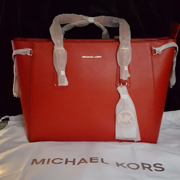 aa9985e5bc3a Michael Kors Bags | New Voyager Medium Leather Tote Bag | Poshmark